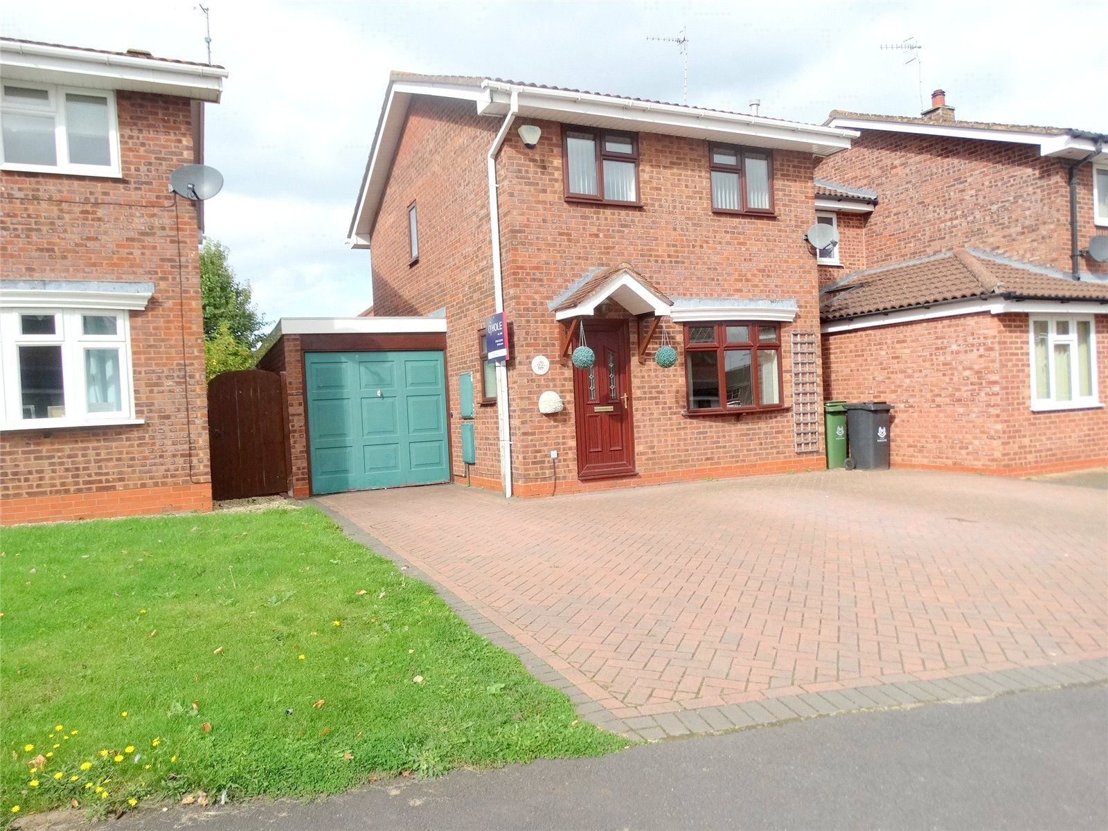 3 Bedrooms Detached House for sale in Grayling Close Worcester WR5