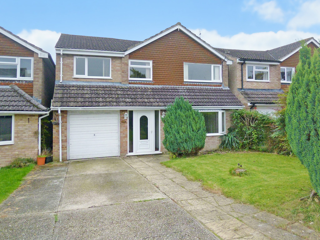 5 Bedrooms Detached House for sale in Kempshott RG22