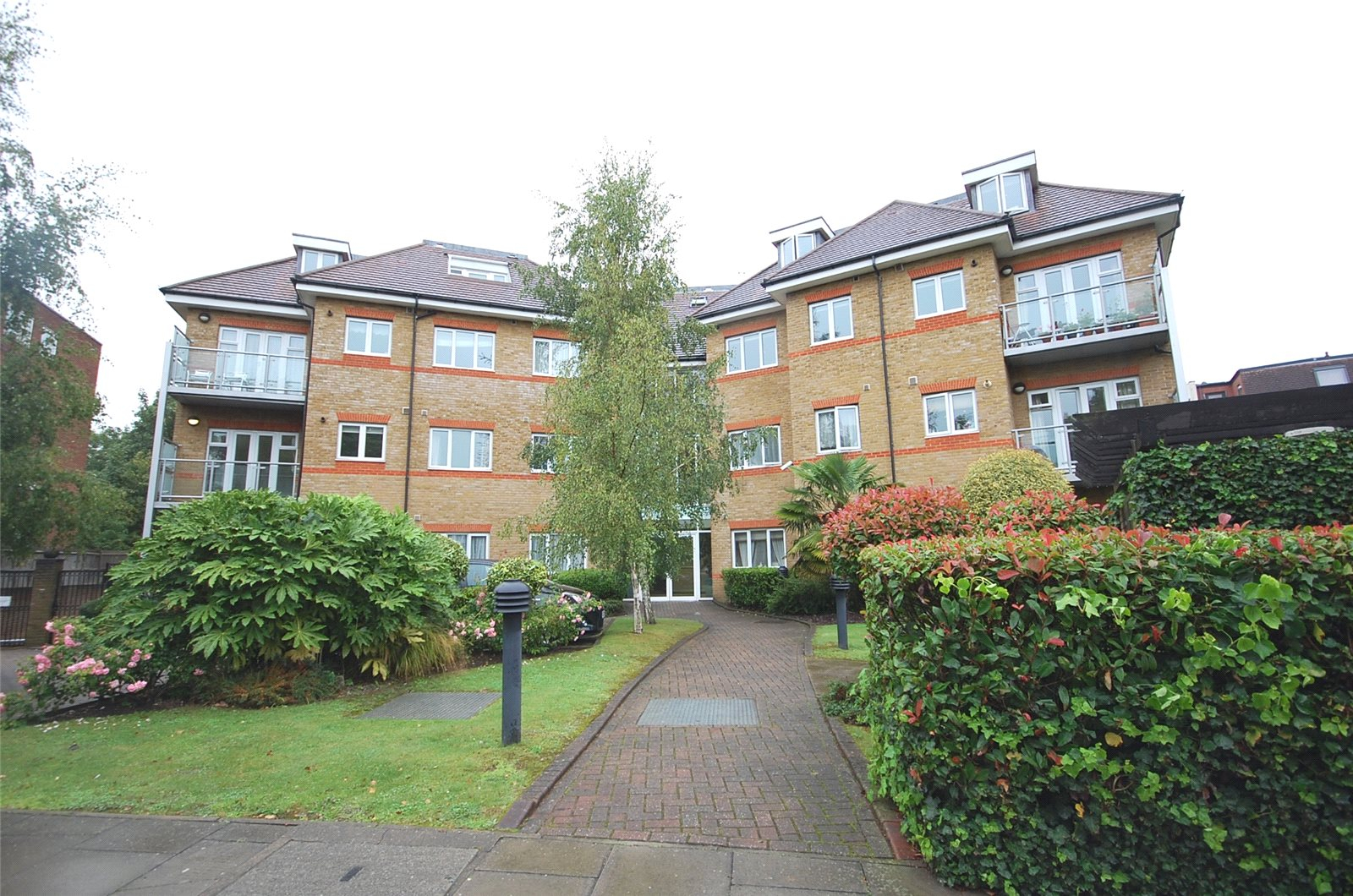 2 Bedrooms Flat for sale in Burberry Court Etchingham Park Road Finchley N3