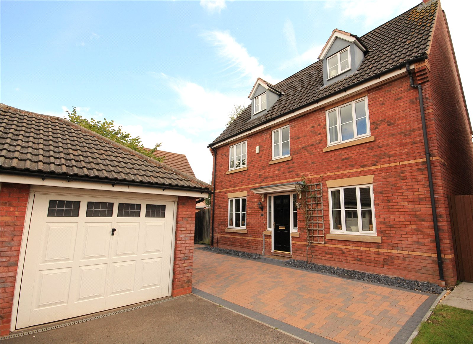 5 Bedrooms Detached House for sale in Britannia Close Winterbourne Bristol BS36