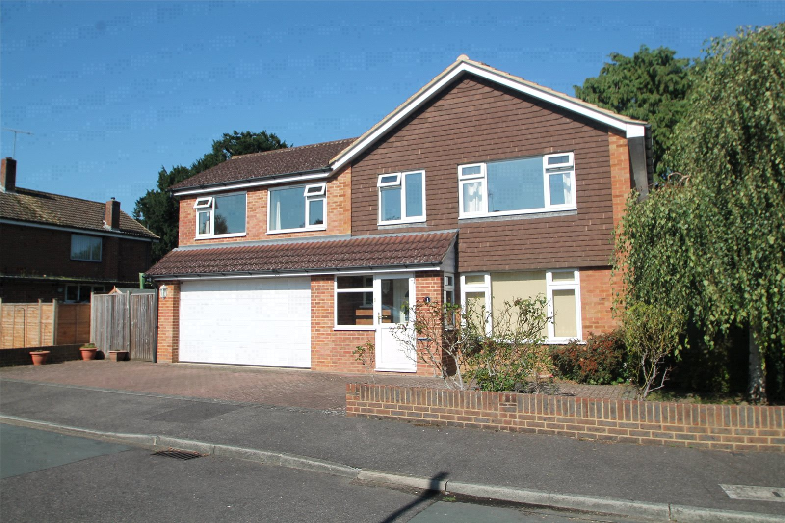 4 Bedrooms Detached House for sale in Loampits Close Tonbridge Kent TN9