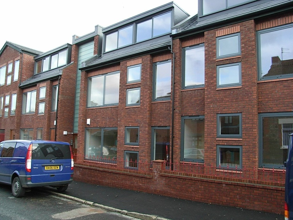 2 Bedrooms Apartment Flat for sale in Heald Street, Garston, Liverpool L19