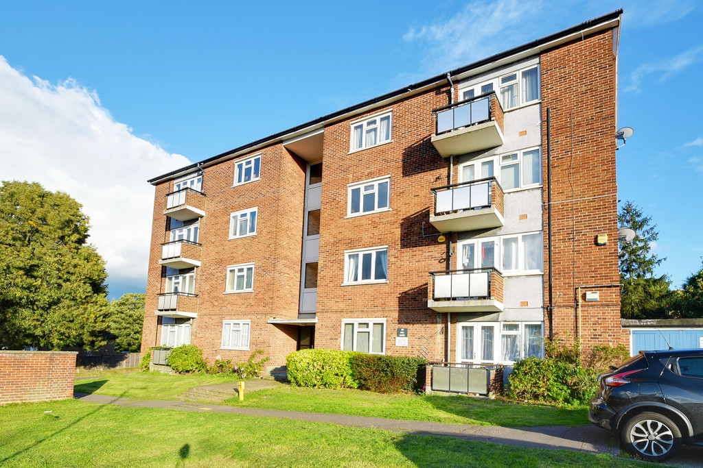 2 Bedrooms Apartment Flat for sale in Hill Top Court, Woodford Green, Essex IG8
