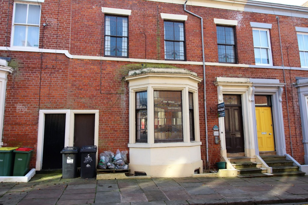 6 Bedrooms Terraced House for sale in Bairstow Street, Preston PR1