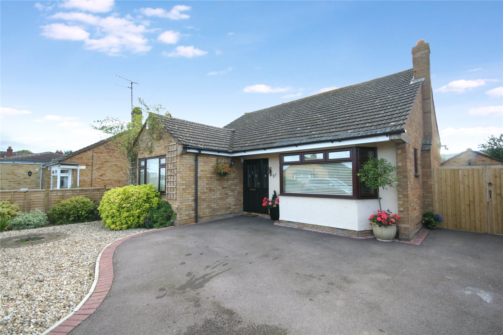 3 Bedrooms Bungalow for sale in Lambert Avenue Shurdington Cheltenham GL51