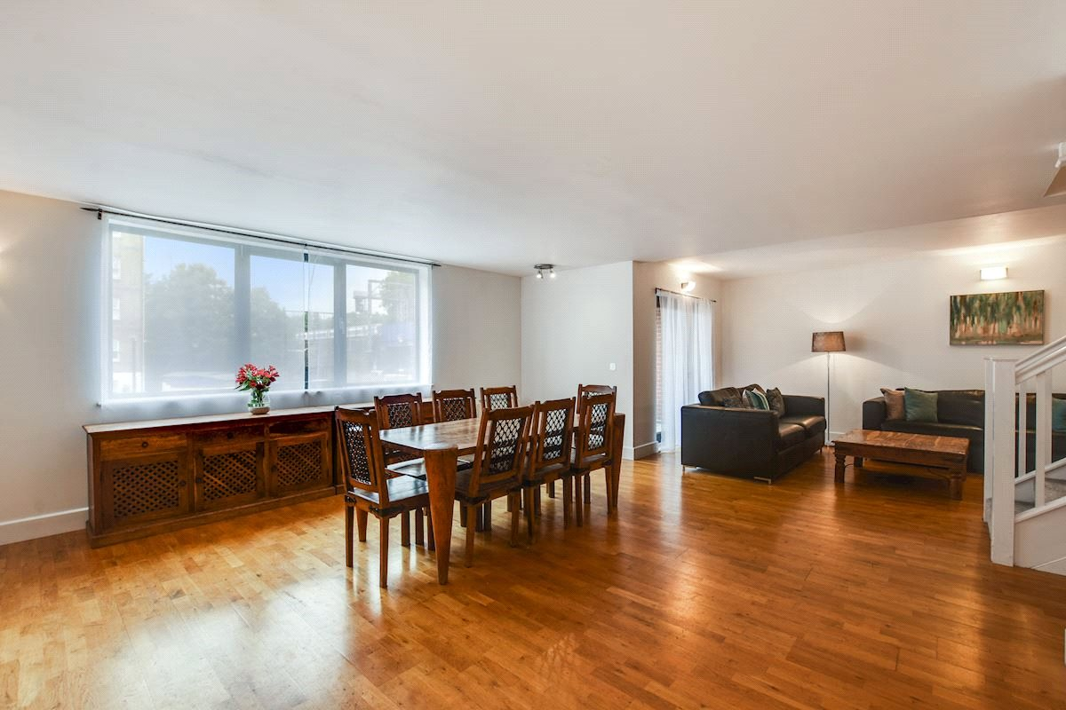 3 Bedrooms Flat for sale in Cable Street Limehouse E1W