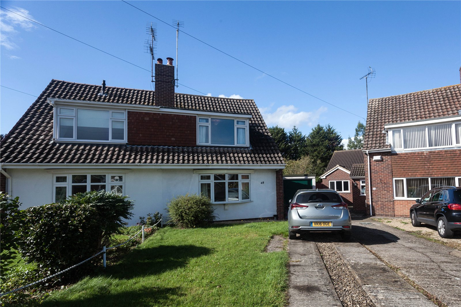 3 Bedrooms Semi Detached House for sale in Gilpin Avenue Hucclecote Gloucester GL3