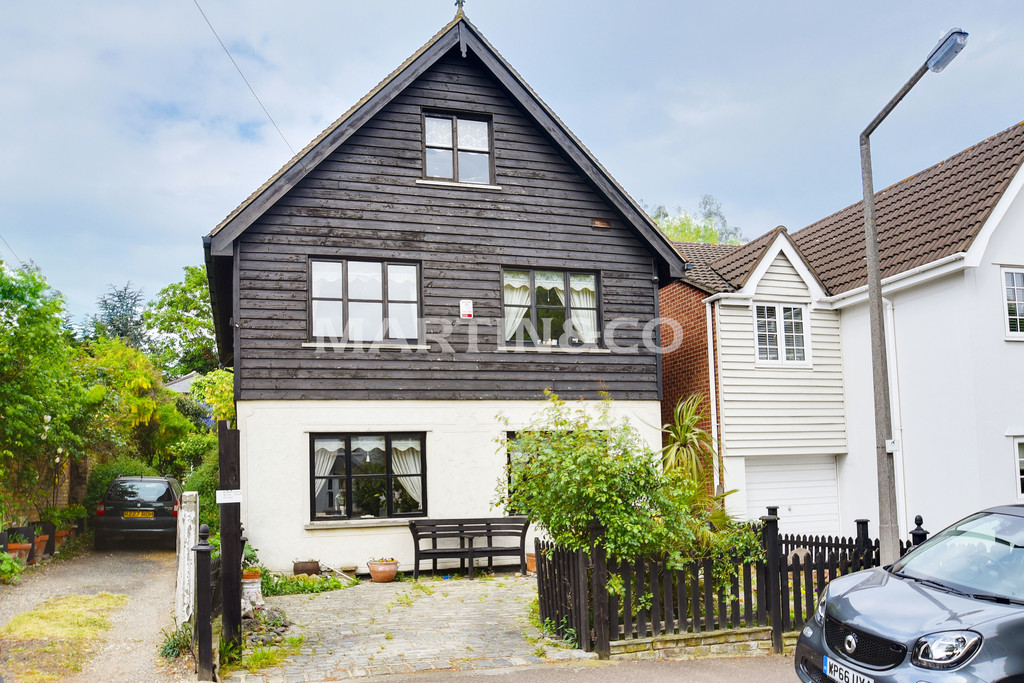 4 Bedrooms Detached House for sale in Princes Road, Buckhurst Hill IG9