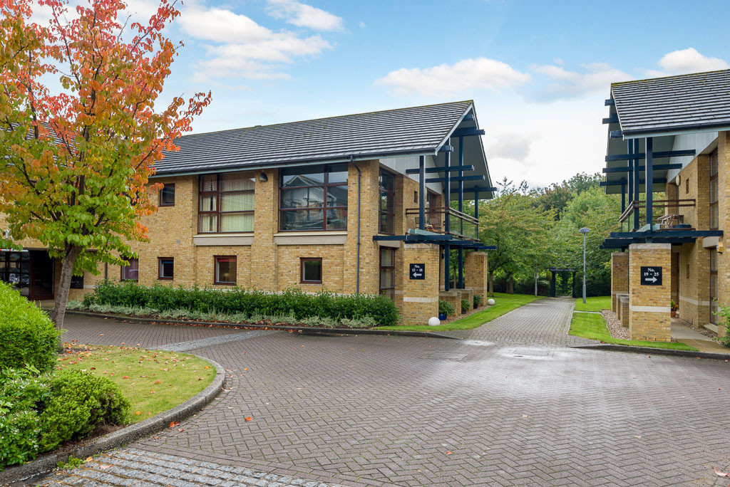 4 Bedrooms Apartment Flat for sale in Loughton Lodge, Milton Keynes MK8