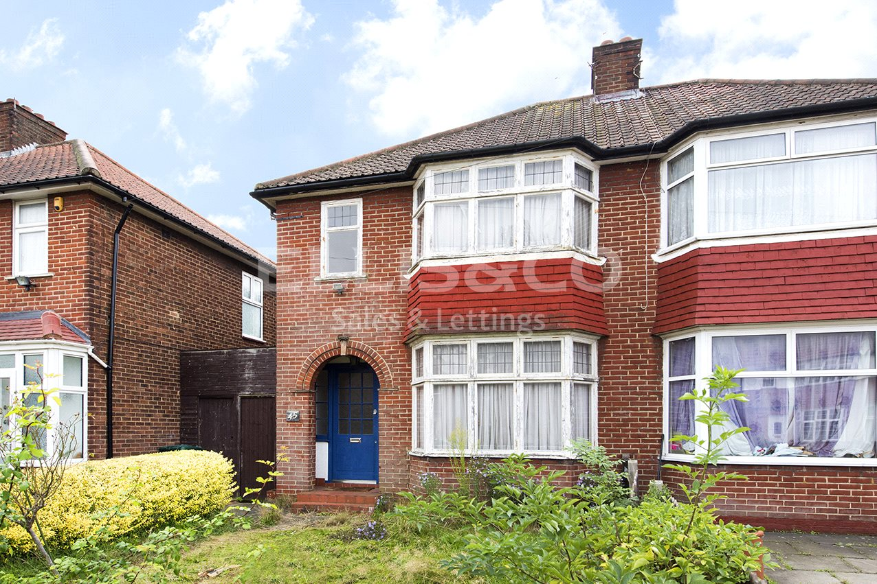 3 Bedrooms Detached House for sale in Cumbrian Gardens London NW2