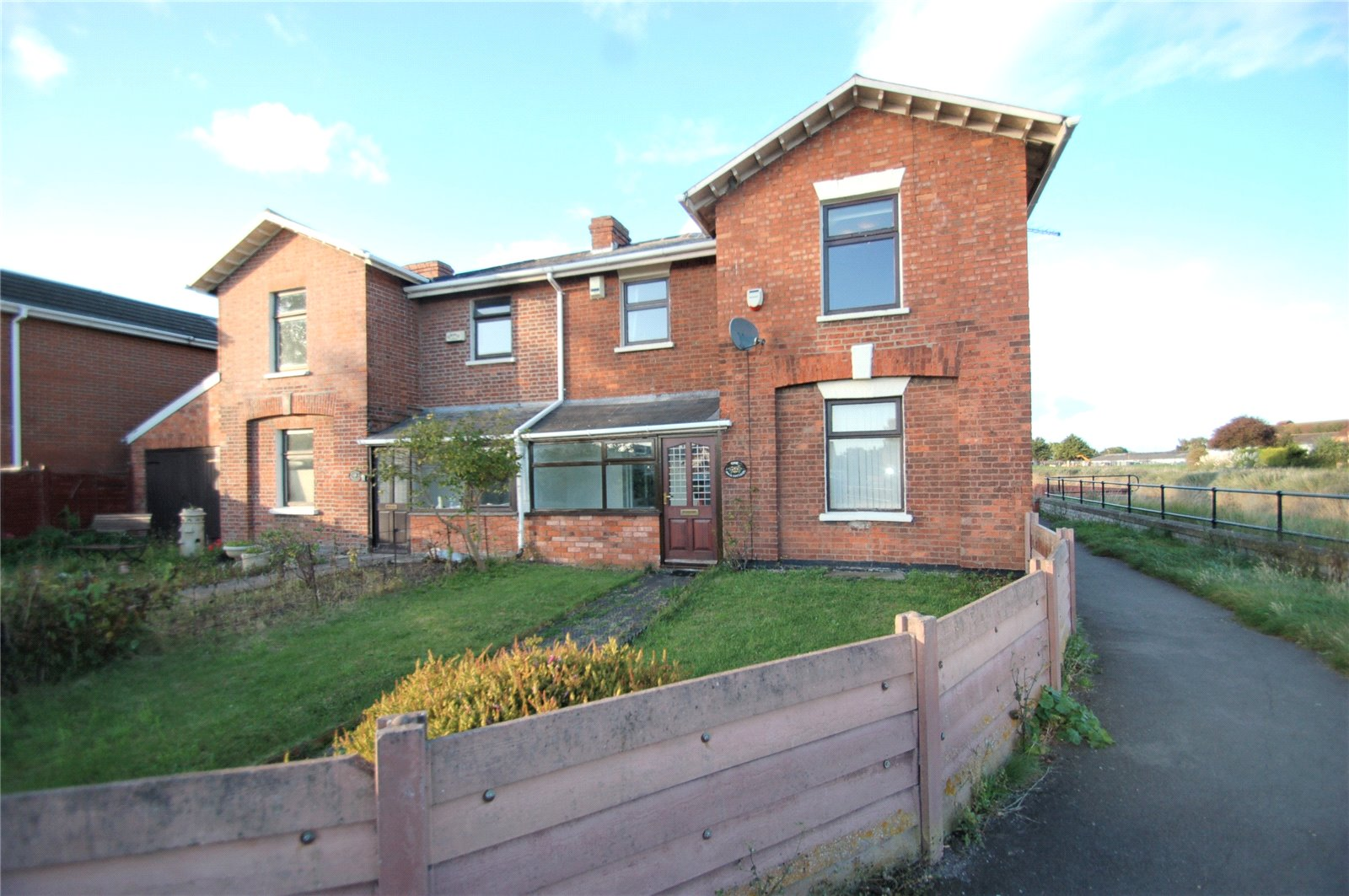 2 Bedrooms Semi Detached House for sale in Dock Cottages Riverside Bridgwater TA6