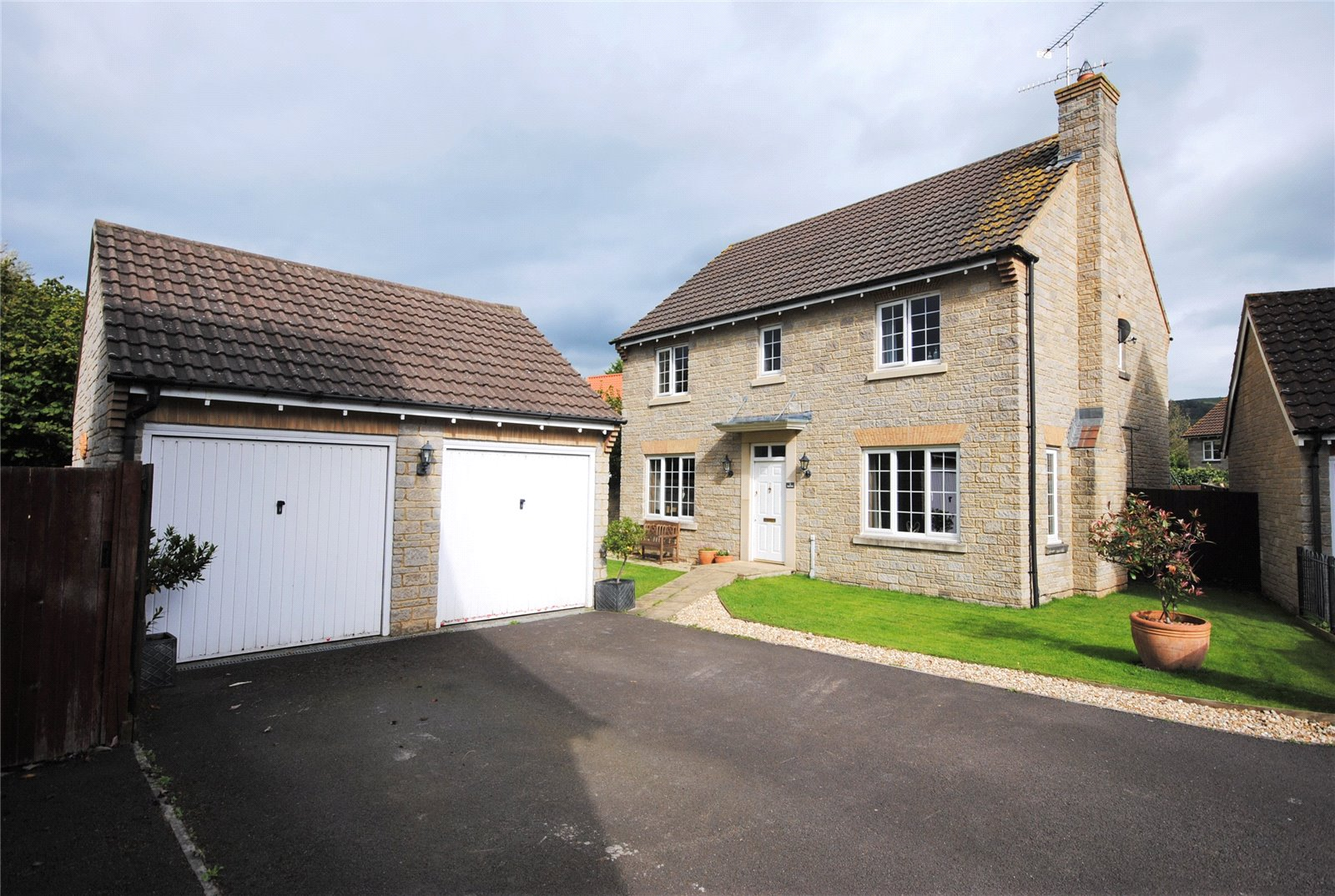 4 Bedrooms Detached House for sale in Tower Close Cheddar Somerset BS27