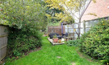 Cavalier Close Theale Reading RG7 Image 14