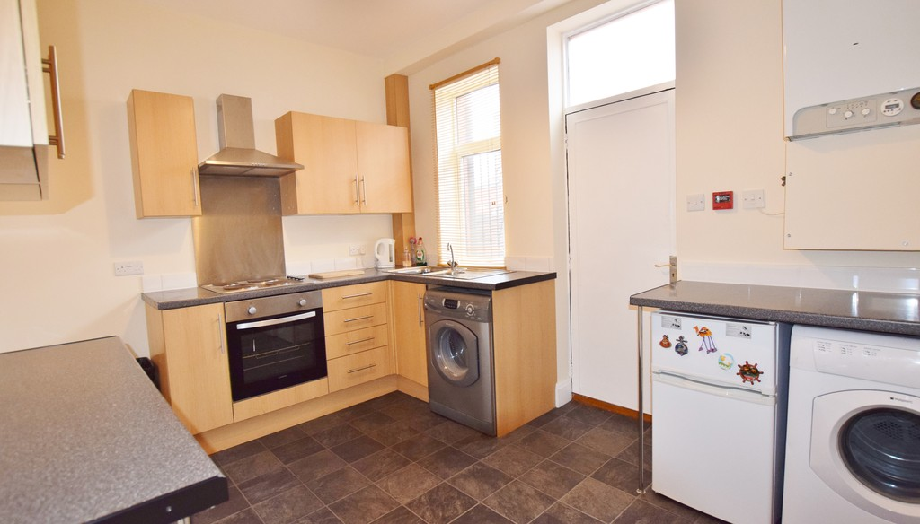 4 Bedrooms Terraced House for sale in Nowell Mount LS9