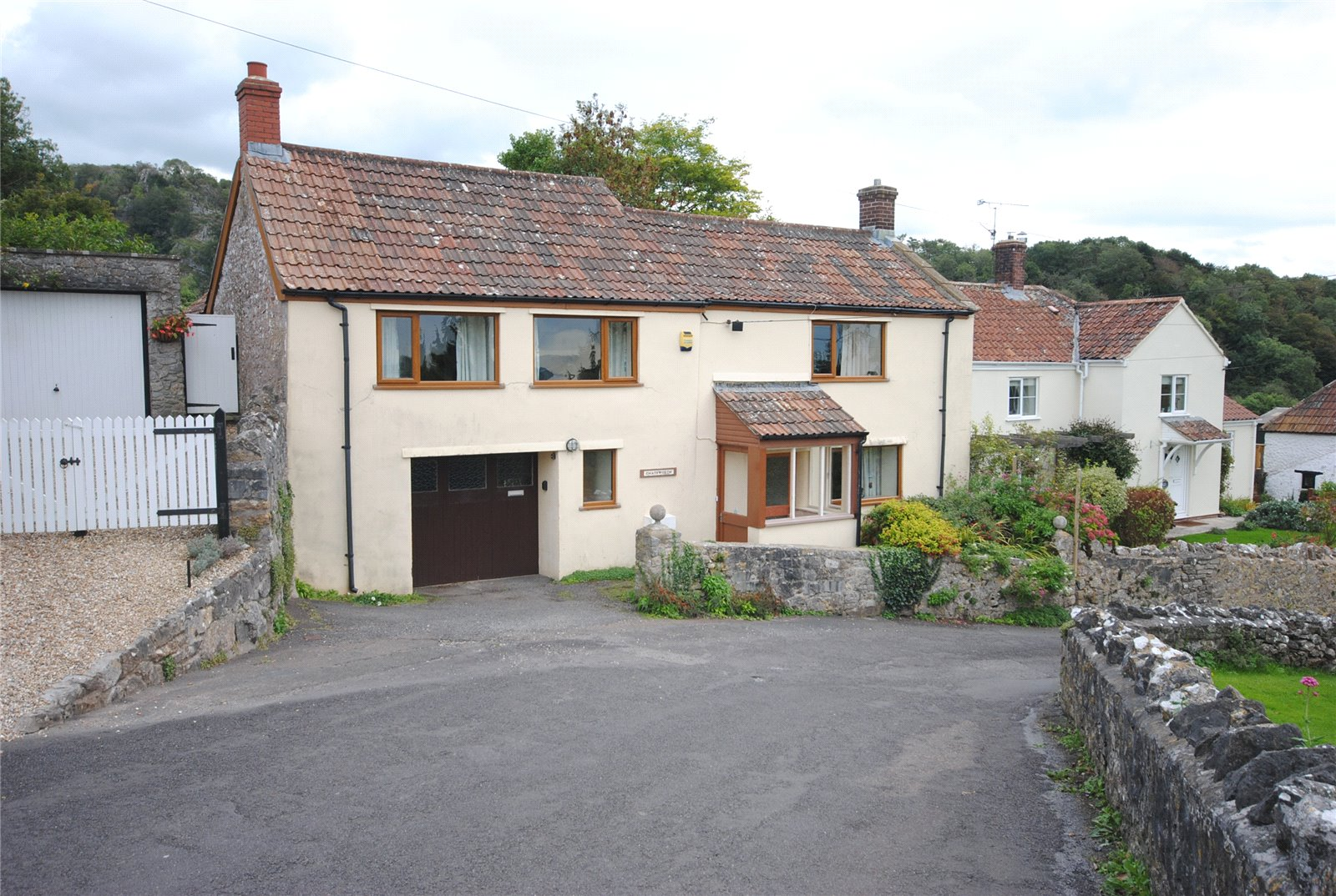 3 Bedrooms Terraced House for sale in Tuttors Hill Cheddar Somerset BS27