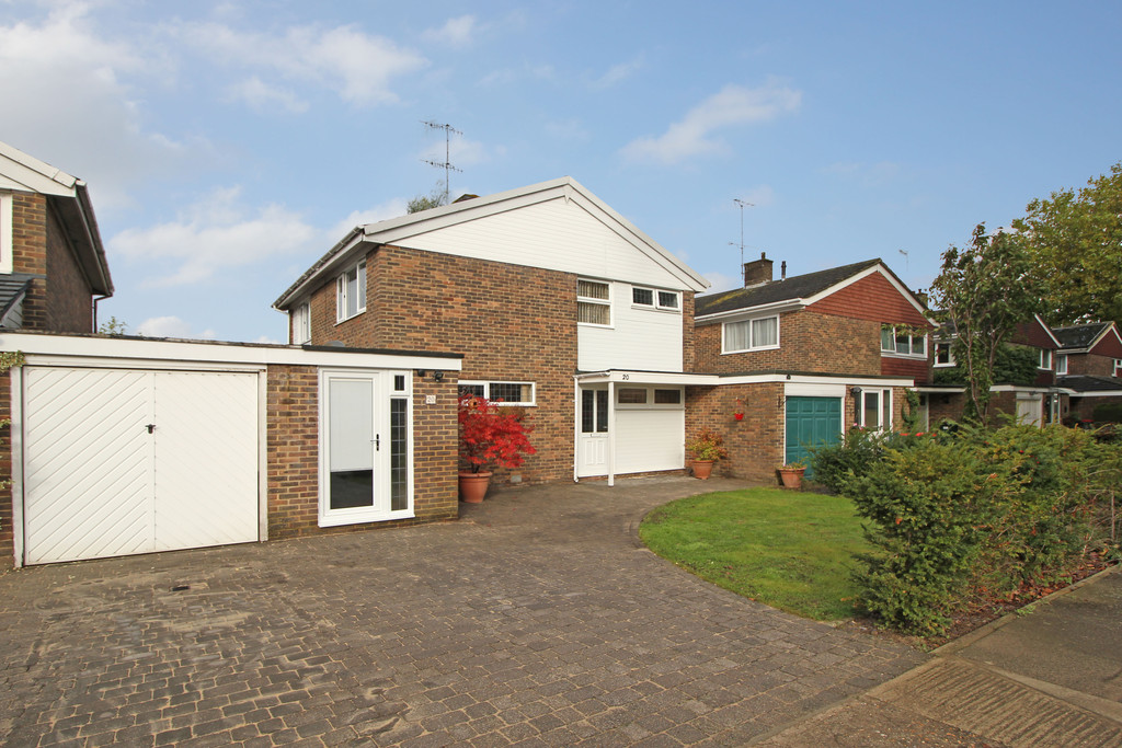 3 Bedrooms Detached House for sale in FURNACE GREEN RH10