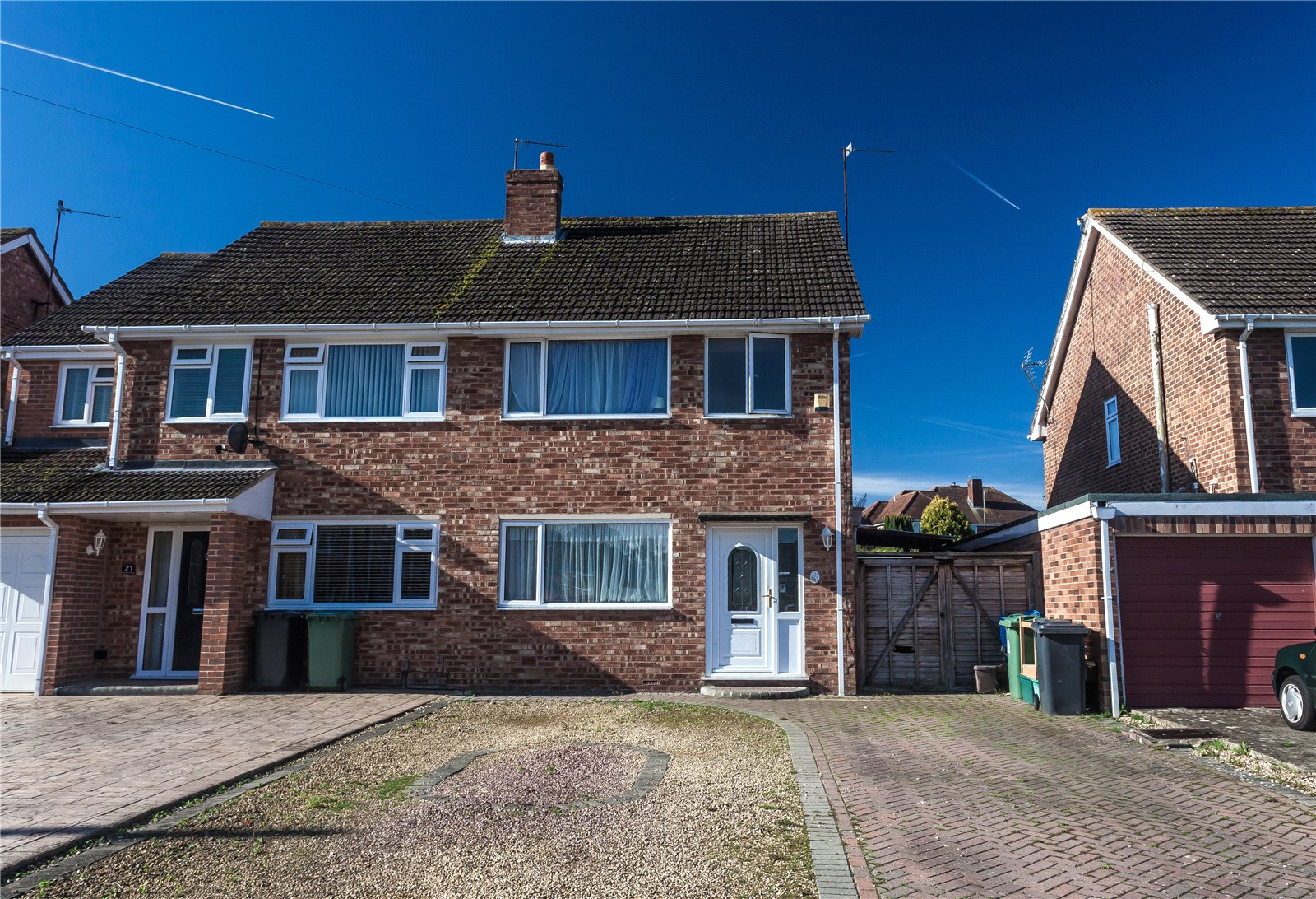 3 Bedrooms Semi Detached House for sale in Spencer Close Hucclecote GLOUCESTER GL3