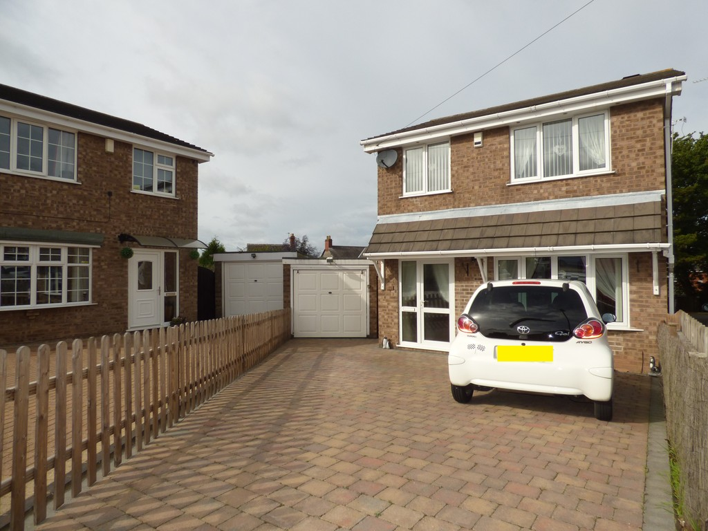 3 Bedrooms Detached House for sale in Barr Crescent, Whitwick LE67