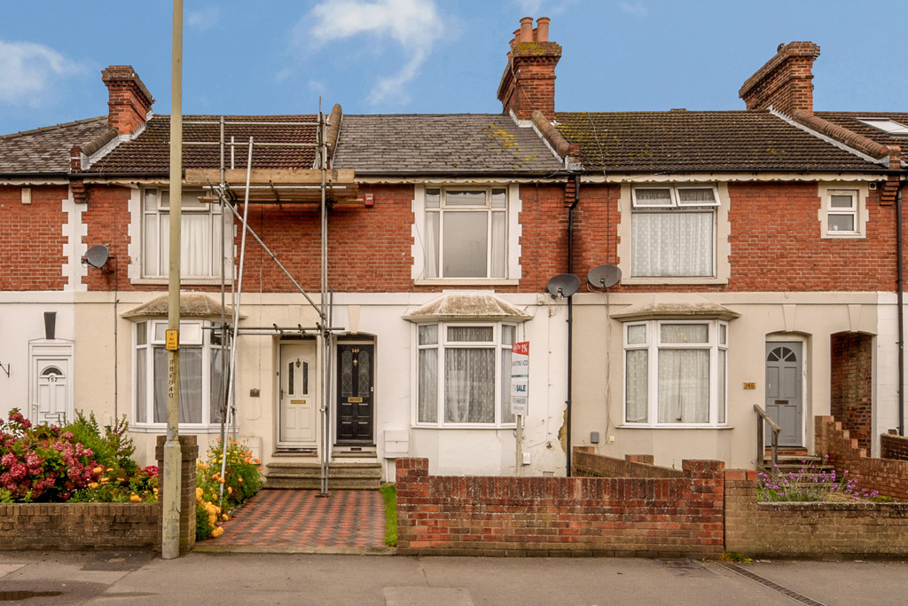 3 Bedrooms Terraced House for sale in Beaver Road, Ashford TN23