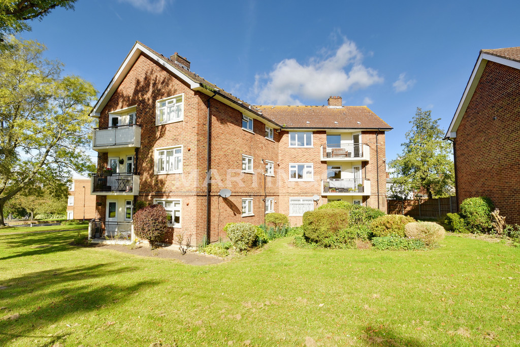 2 Bedrooms Apartment Flat for sale in Dalton Holme, Woodford Green IG8