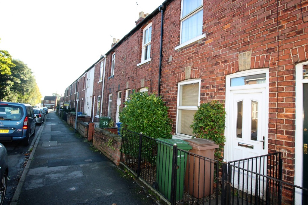 2 Bedrooms Terraced House for sale in Morton Lane, Beverley HU17
