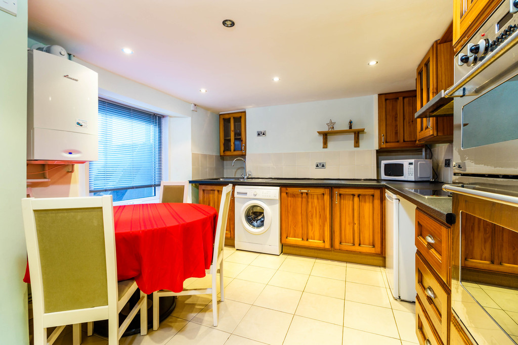 3 Bedrooms Terraced House for sale in Wellington Street PL4