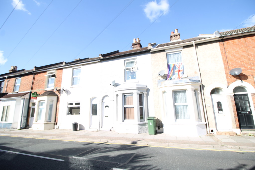 3 Bedrooms Terraced House for sale in Cromwell Road, Southsea PO4