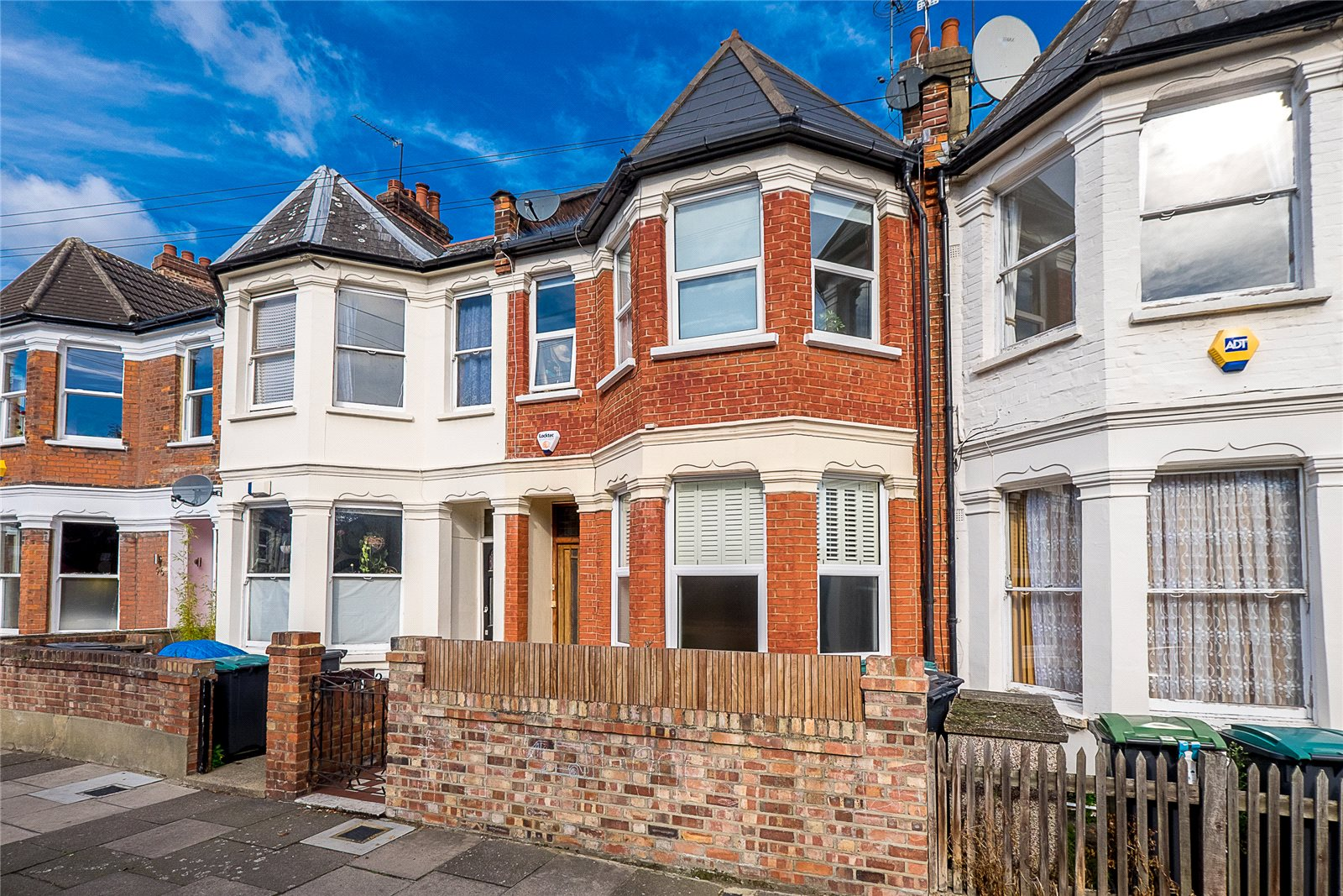 2 Bedrooms Flat for sale in Chester Road London N17