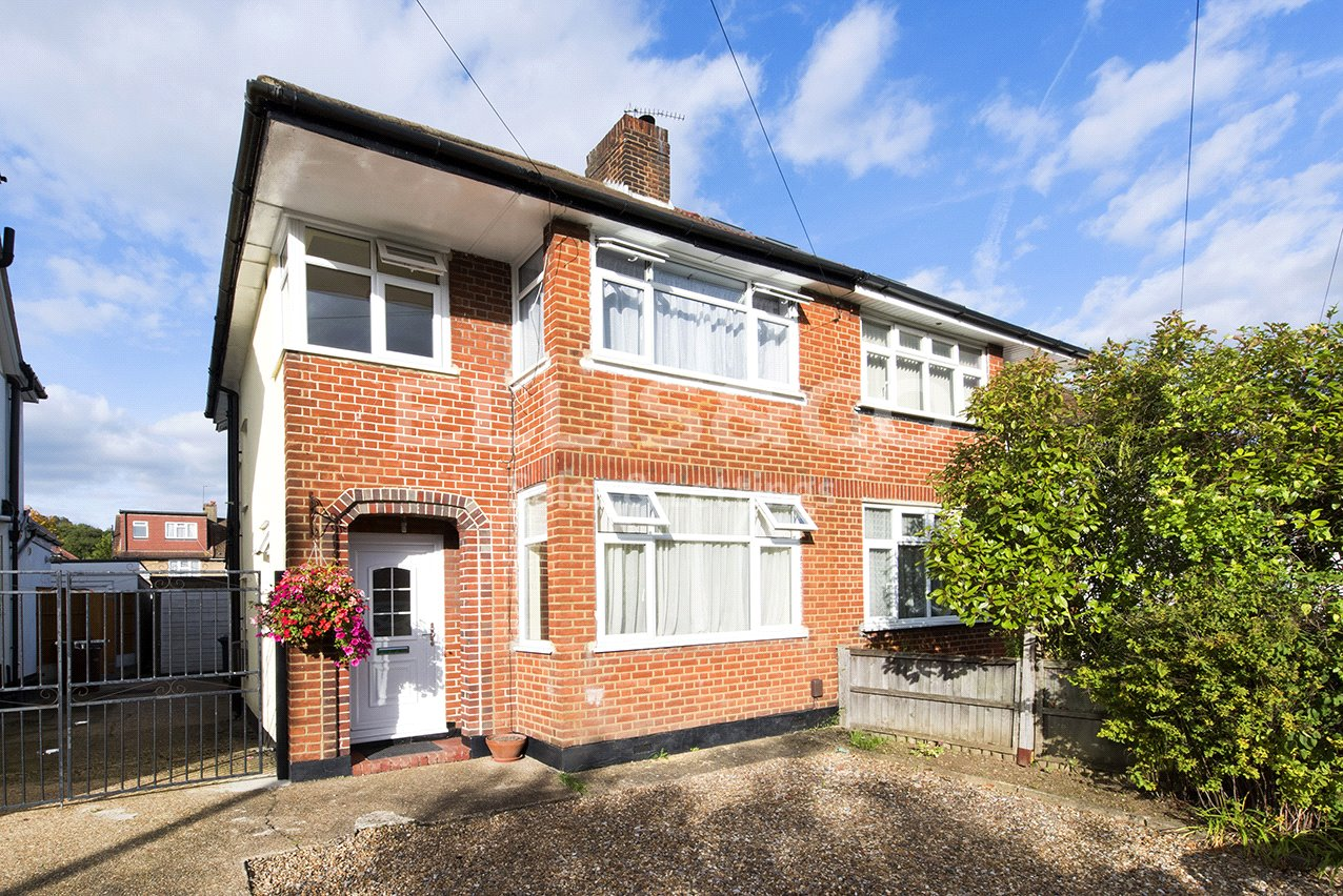 3 Bedrooms Semi Detached House for sale in Curzon Avenue Stanmore Middlesex HA7
