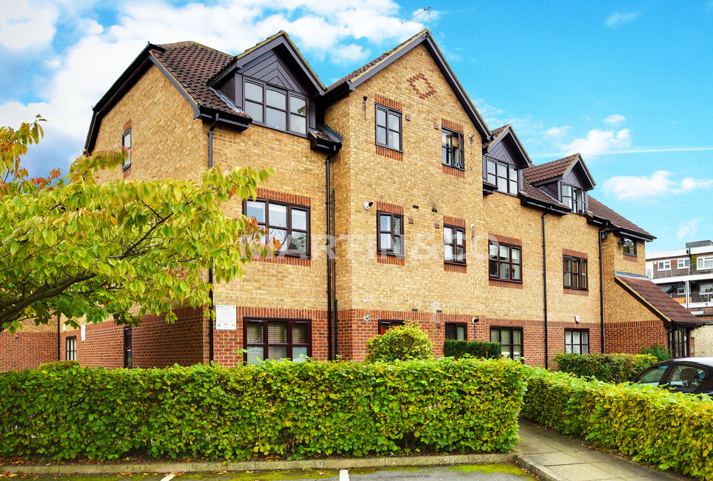 1 Bedroom Flat for sale in Milliners Court, The Croft IG10