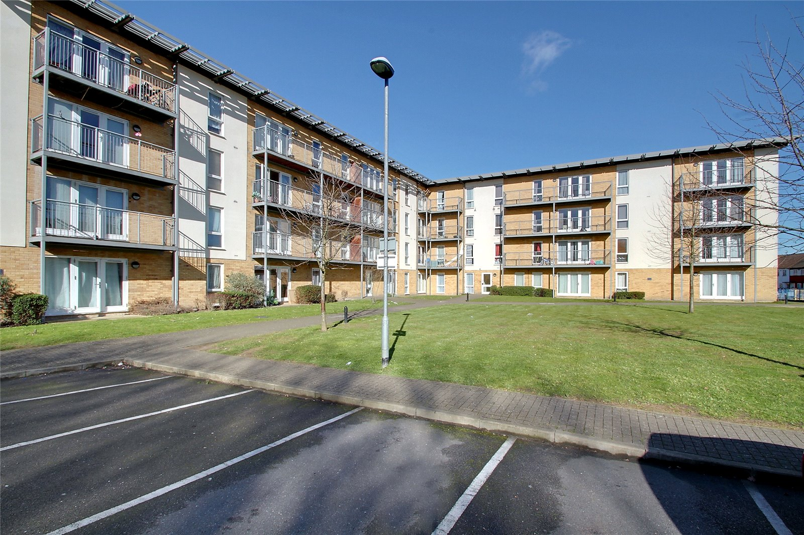 2 Bedrooms Flat for sale in Tristan Court King George Crescent Wembley HA0