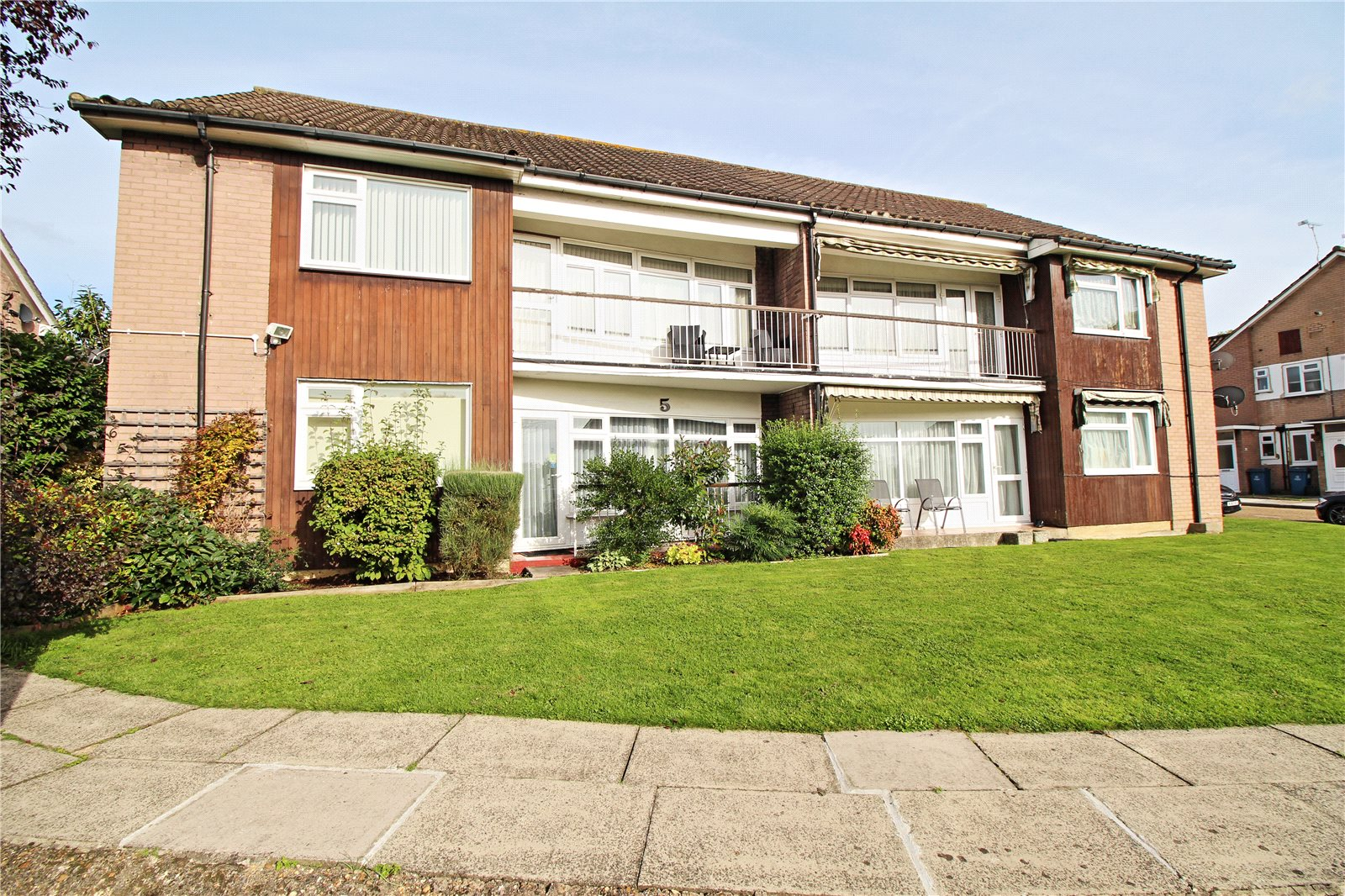 2 Bedrooms Maisonette Flat for sale in Merryfield Gardens Stanmore HA7