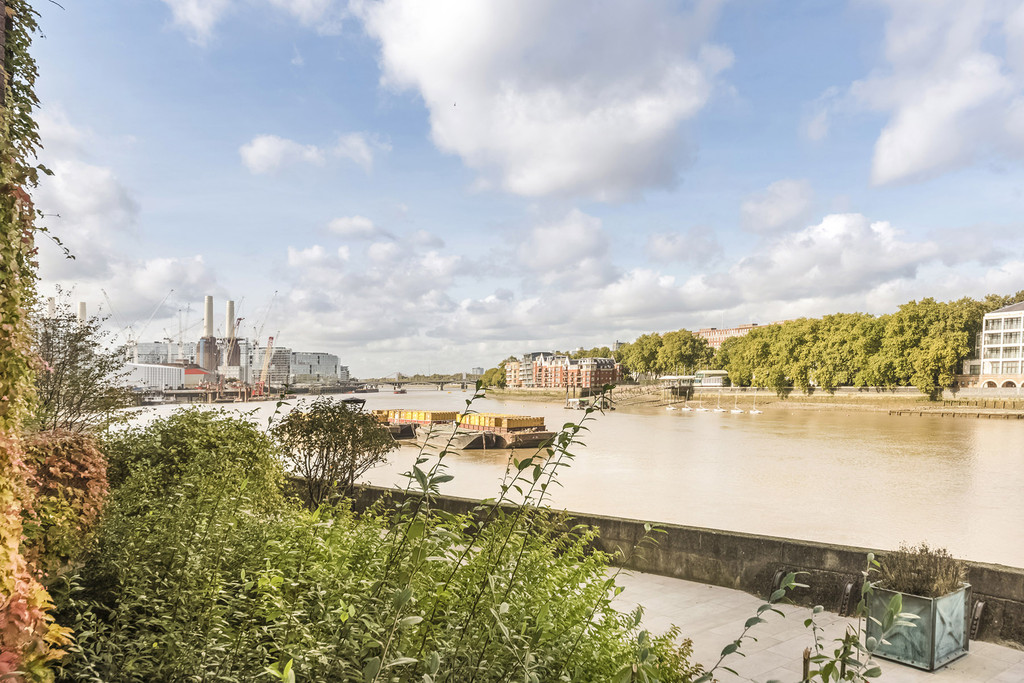 3 Bedrooms Apartment Flat for sale in Riverside Court, 20 Nine Elms Lane SW8