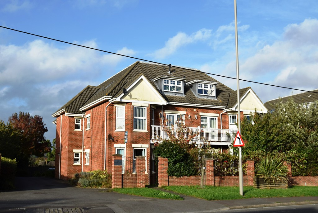 2 Bedrooms Apartment Flat for sale in Stephanie Court, 73 Poole Road BH16