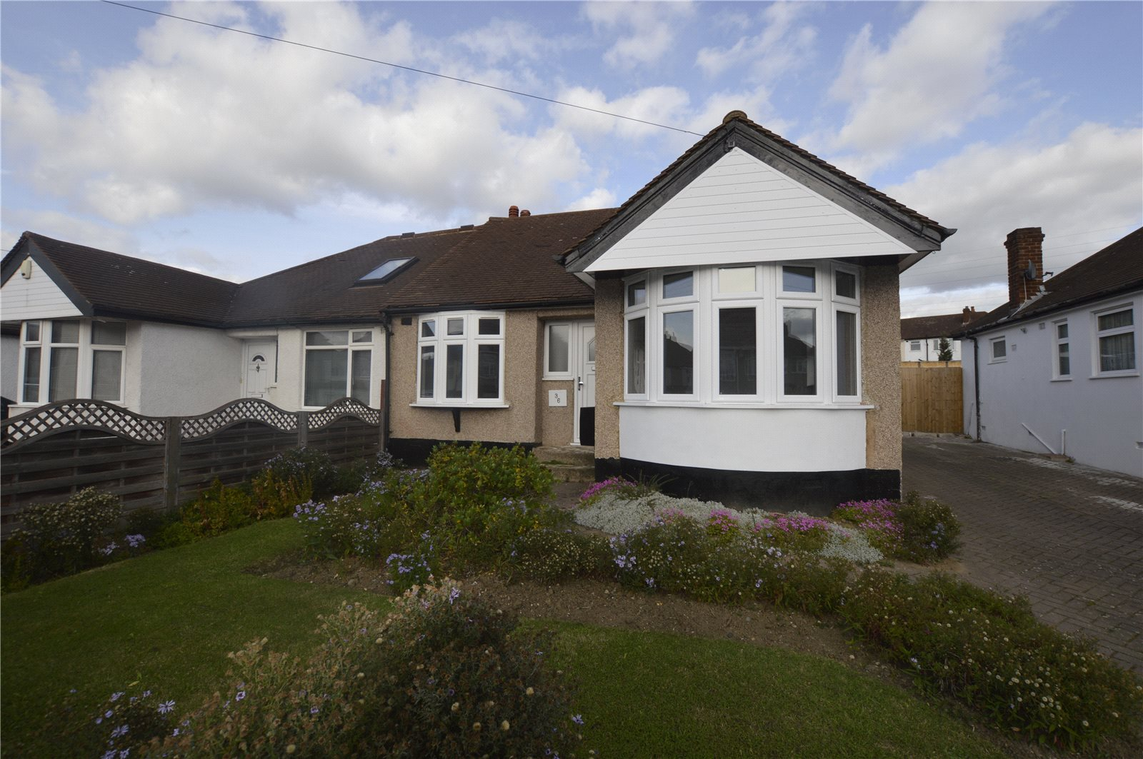 2 Bedrooms Bungalow for sale in Sutherland Avenue Welling Kent DA16
