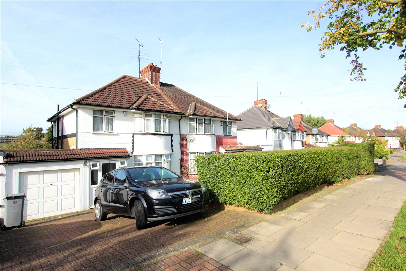 3 Bedrooms Semi Detached House for sale in Uxendon Hill Wembley HA9