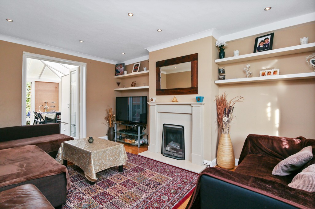 2 Bedrooms Terraced House for sale in Maple Grove, Syon Lane TW8 TW8