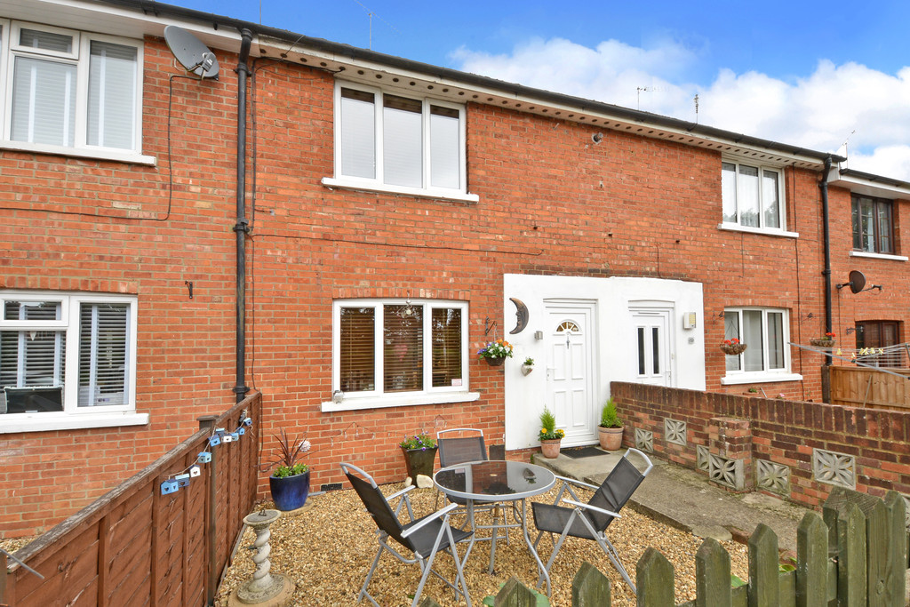 2 Bedrooms Terraced House for sale in Alexandra Road, Aldershot GU11