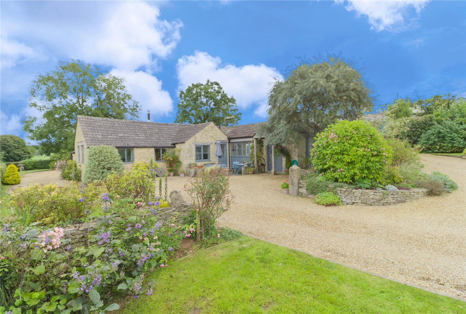 3 Bedrooms Bungalow for sale in Fidges Lane Eastcombe Stroud GL6