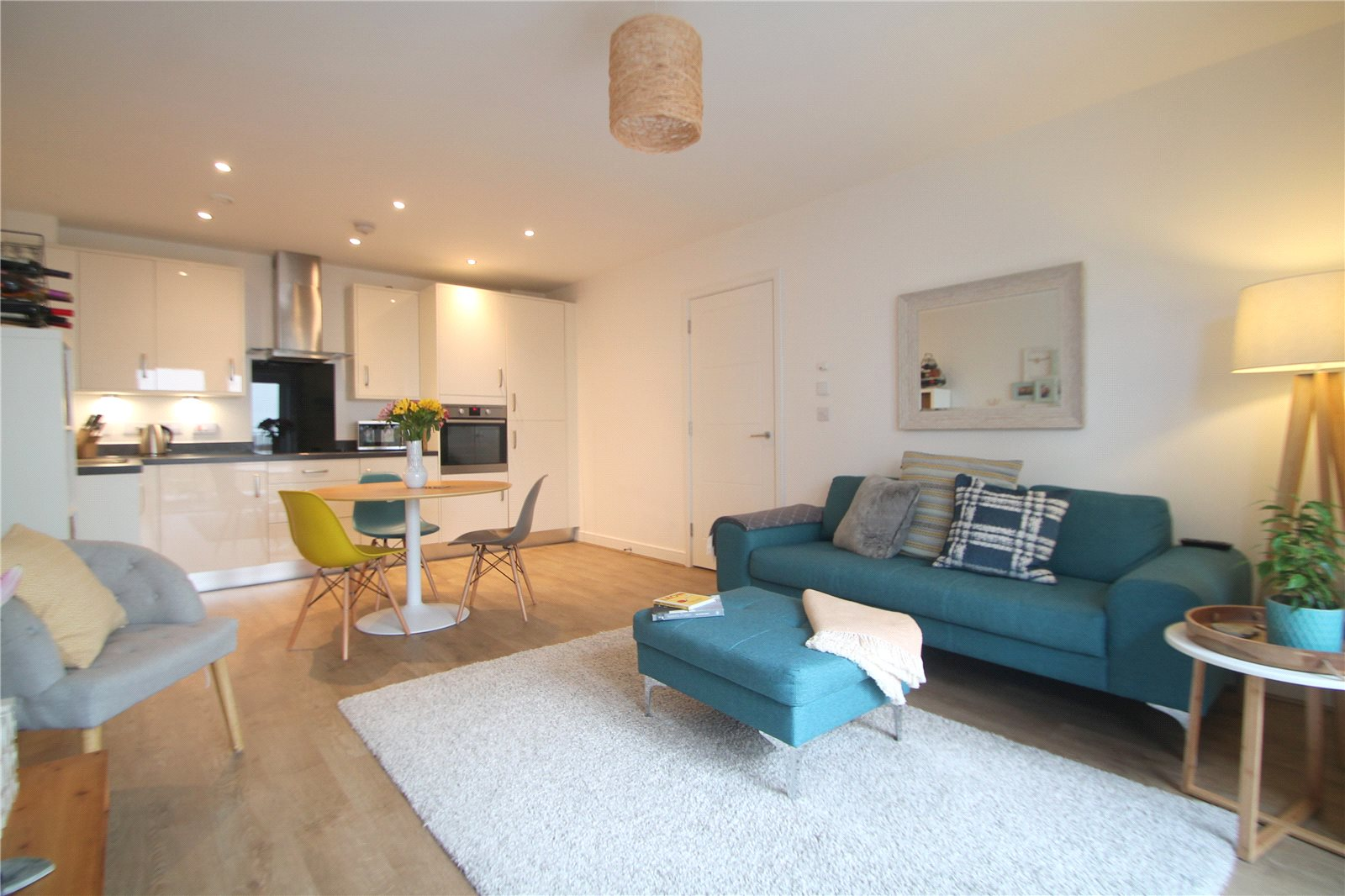 2 Bedrooms Flat for sale in Orchid Court Sovereign Way Tonbridge TN9