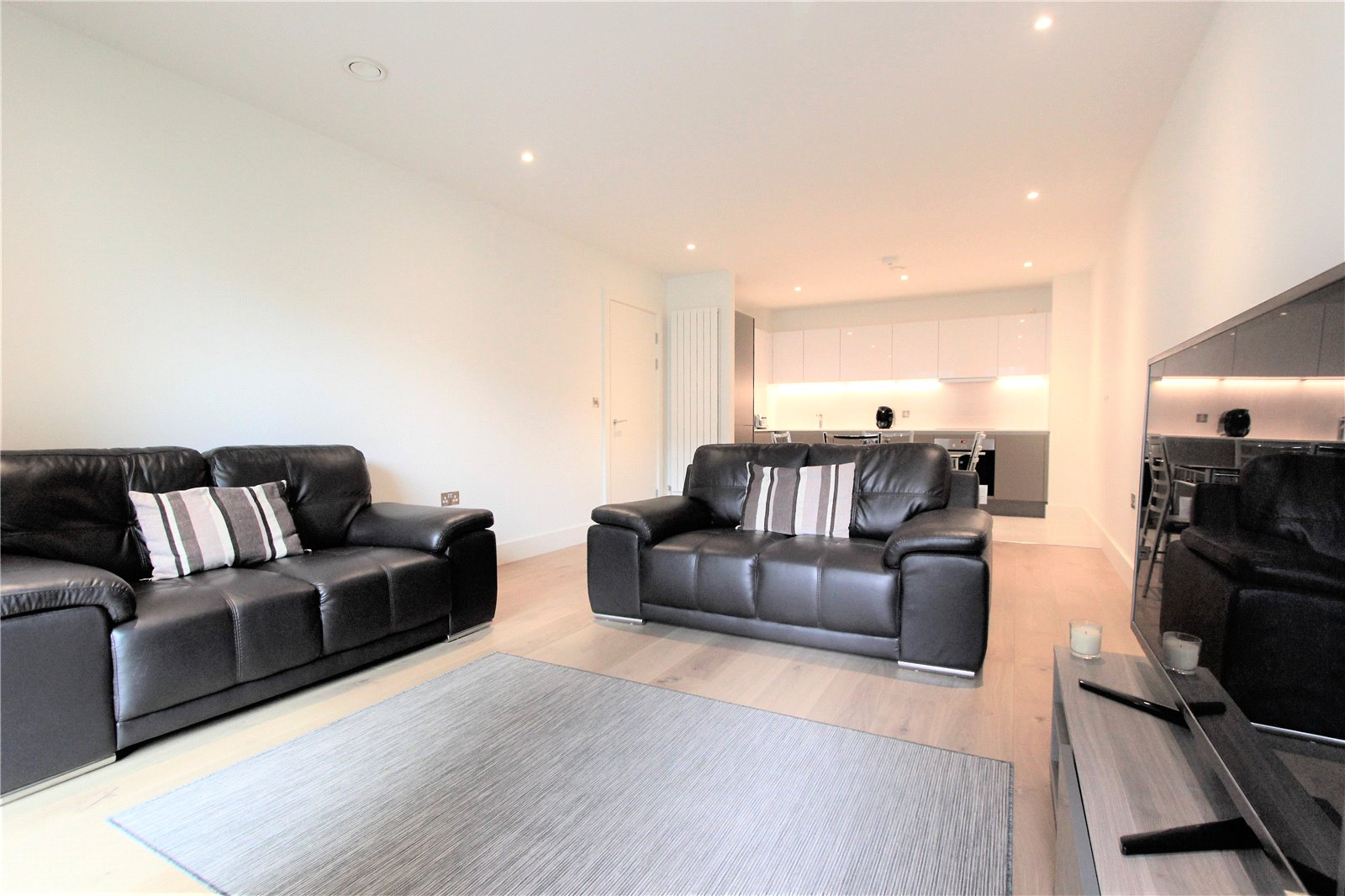 2 Bedrooms Flat for sale in Engineers Way Wembley HA9