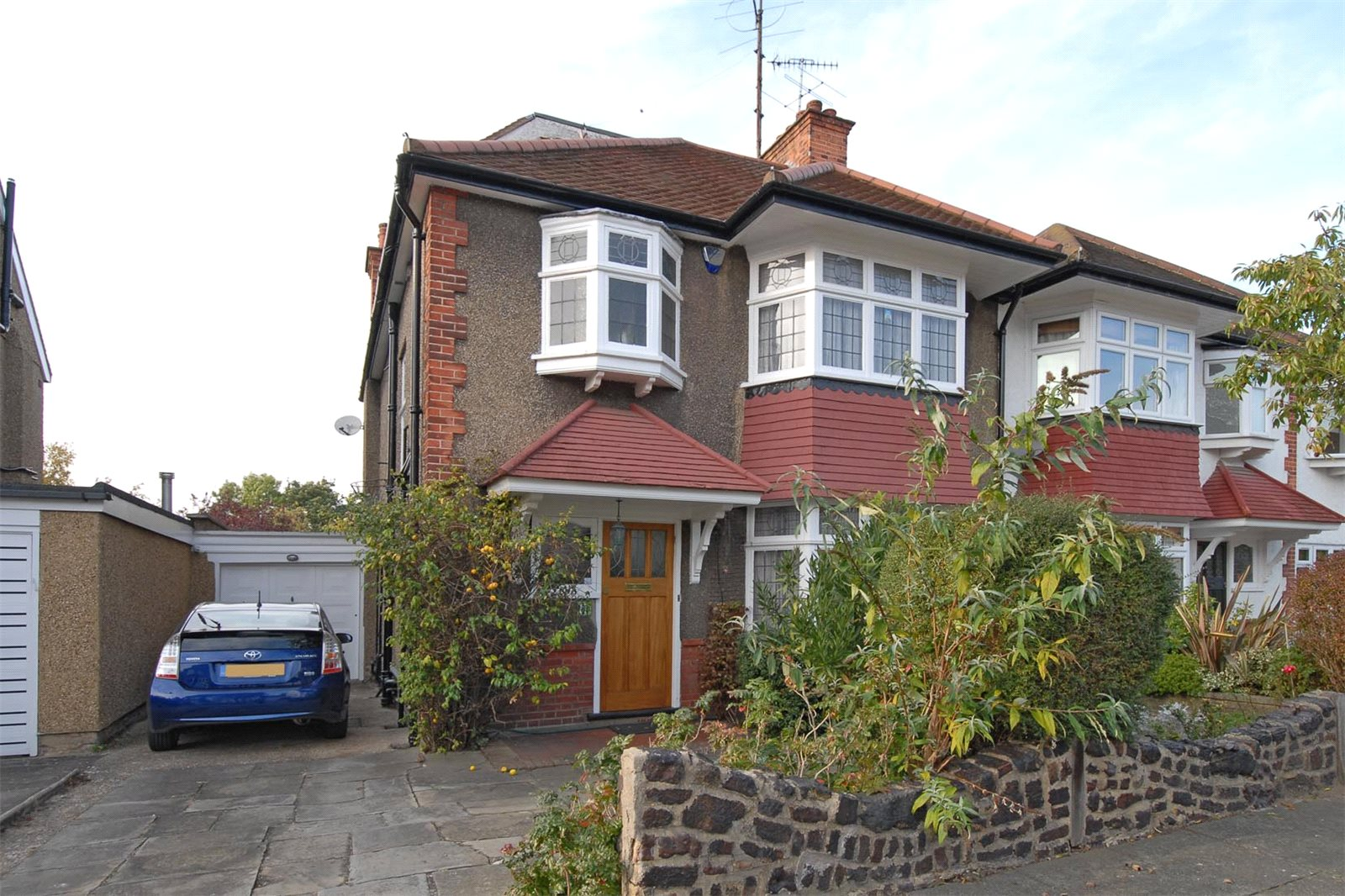 4 Bedrooms Semi Detached House for sale in Claremont Park Finchley London N3