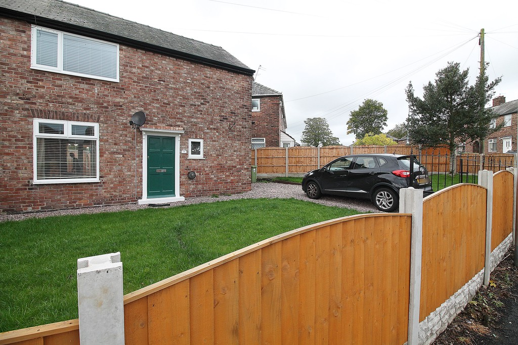 3 Bedrooms Semi Detached House for sale in Maple Avenue , Widnes WA8
