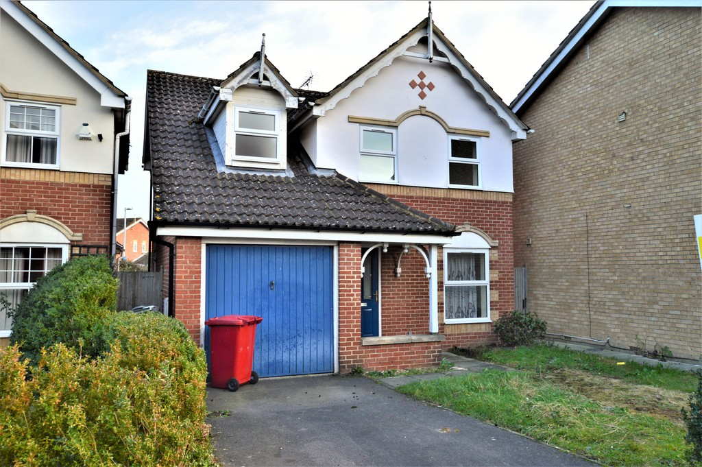 3 Bedrooms Detached House for sale in Hunters Way, Slough SL1