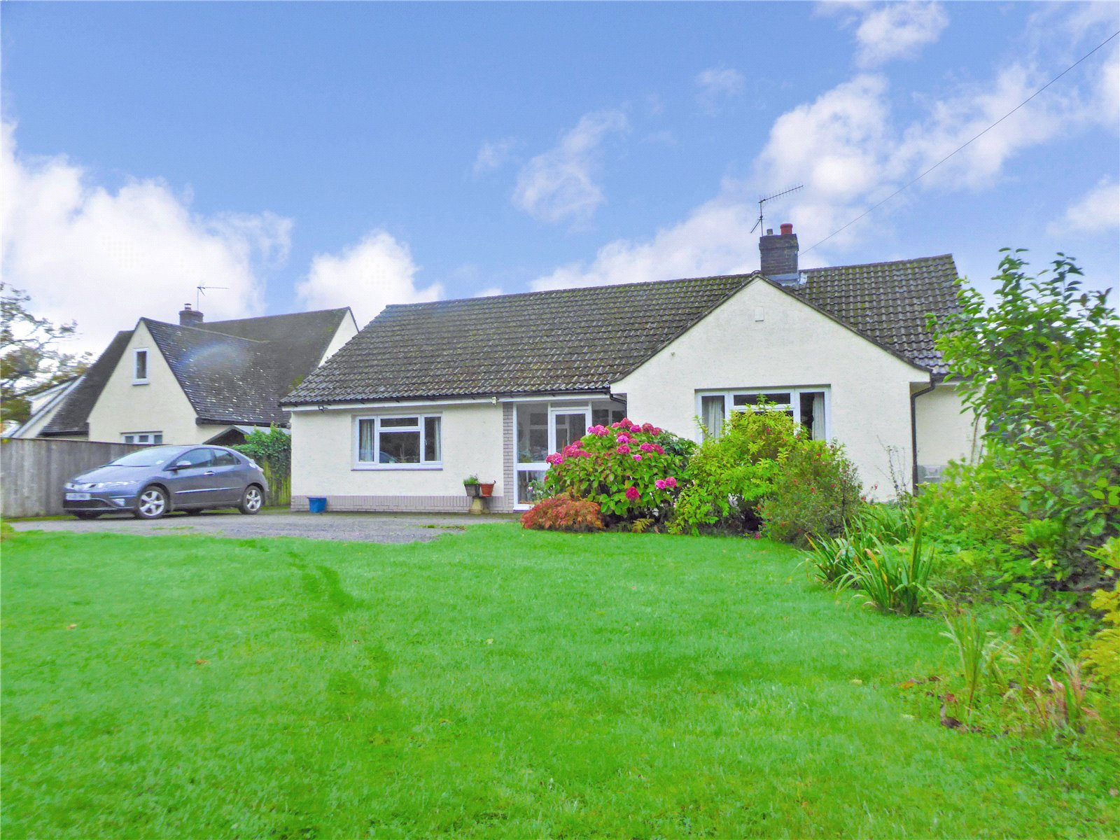 3 Bedrooms Bungalow for sale in Tredunnock Tredunnock Monmouthshire NP15