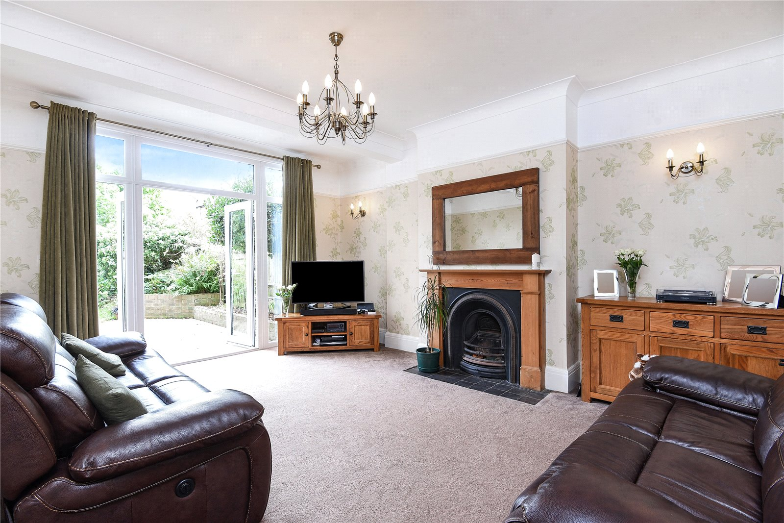 2 Bedrooms Flat for sale in Brownlow Road Bounds Green London N11