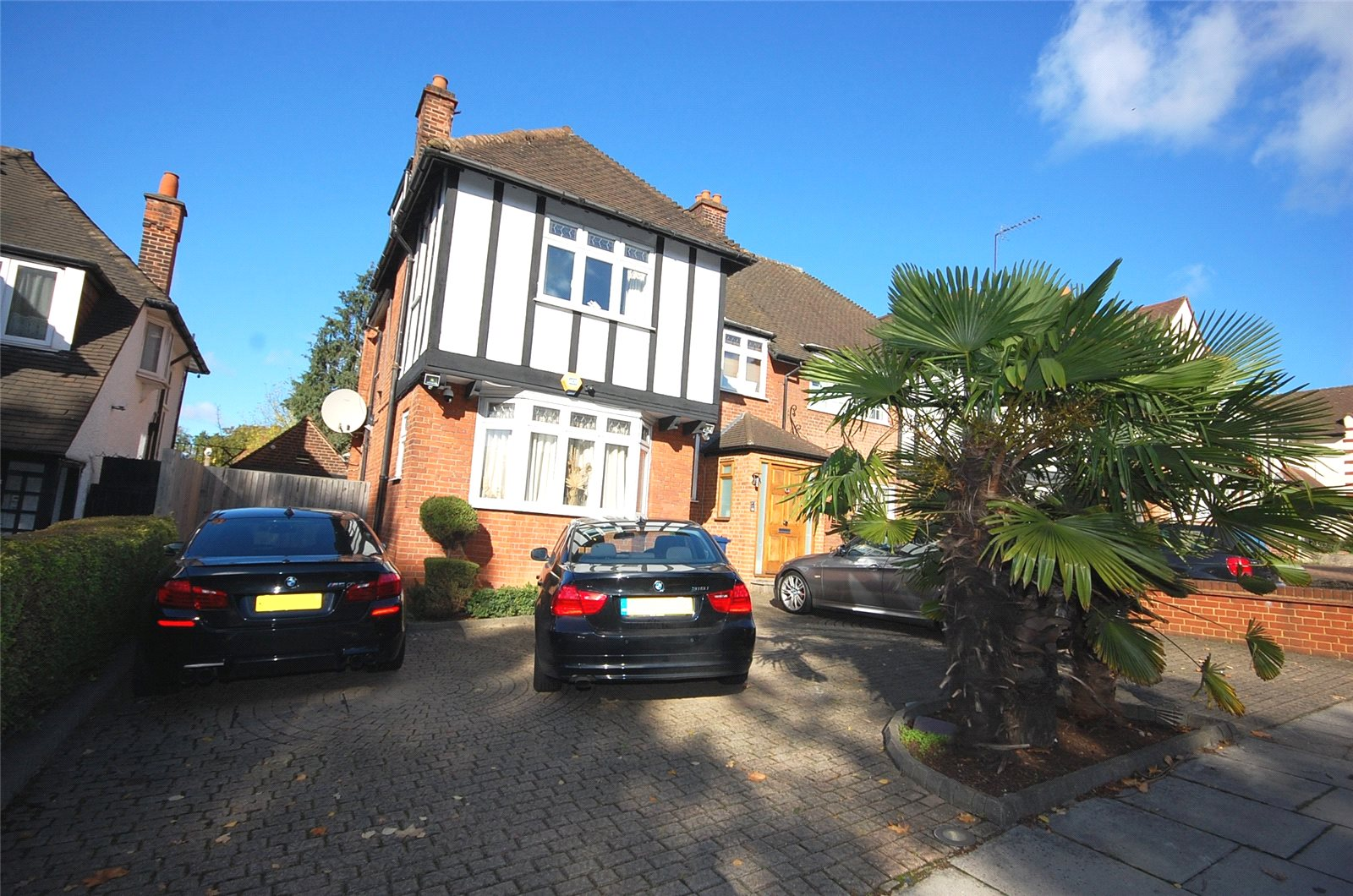 6 Bedrooms Semi Detached House for sale in Hendon Lane Finchley London N3