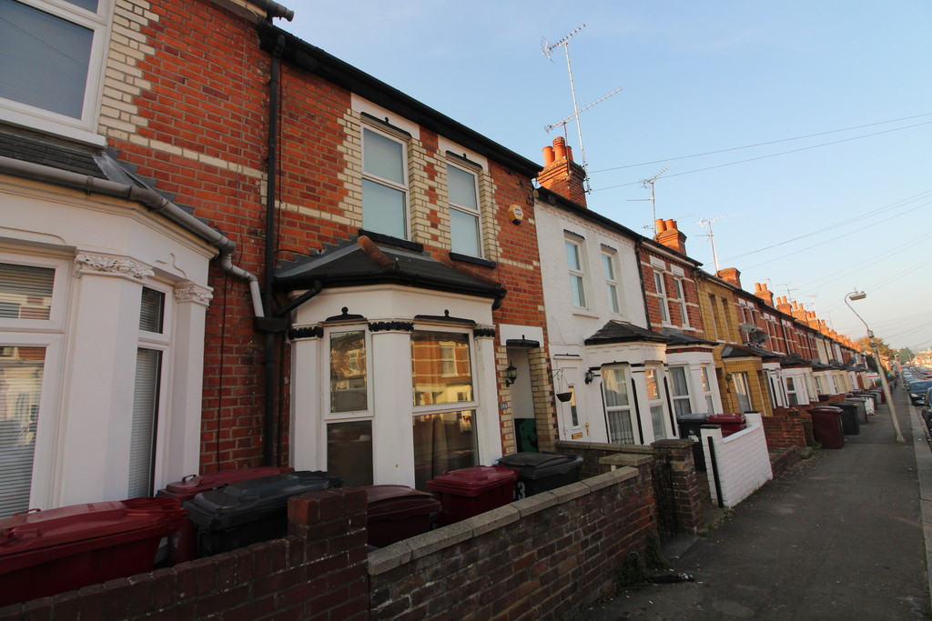 3 Bedrooms Terraced House for sale in Belmont Road, Reading RG30