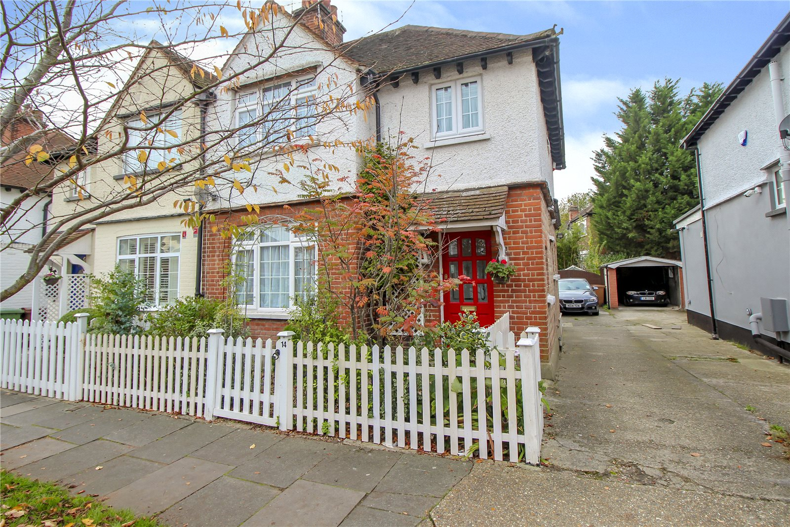3 Bedrooms Semi Detached House for sale in Glebe Road Stanmore HA7