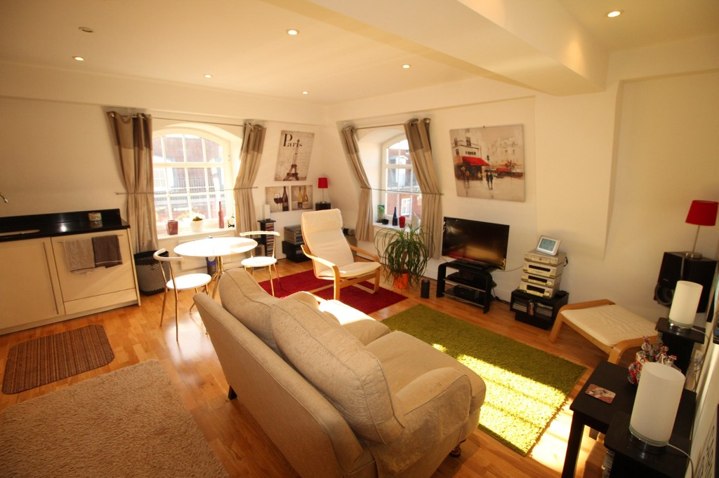 2 Bedrooms Apartment Flat for sale in Longcroft House , Welwyn Garden City AL8